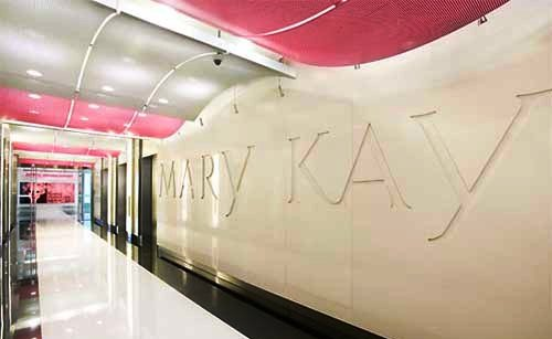beautiful-pink-office-interior-mary-kay-by-gensler-2.jpg