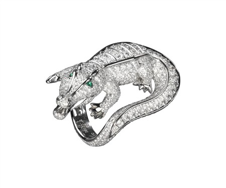 beguiling-menagerie-cartiers-nature-inspired-high-jewelry-Crocodile-diamond-ring-with-emerald-eyes.jpg