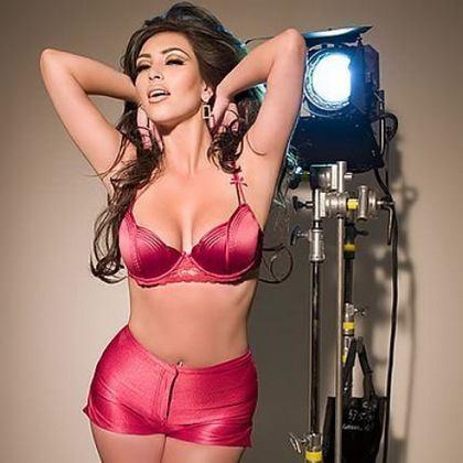 kim-kardashian-calendar-photos-1_0_.jpg